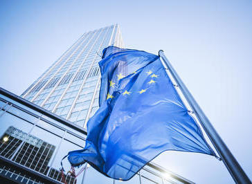 Flag of the European Community in front of the Eurotower in Frankfurt am Main